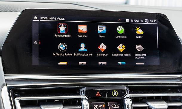 BMW M8 Competition Gran Coupé: Connectivity