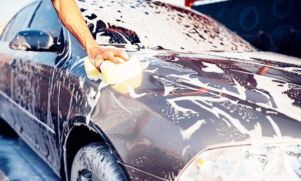 Auto zuhause waschen