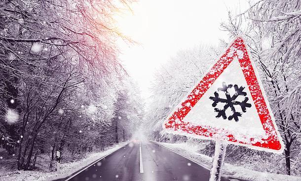 Fahren bei Glatteis: richtig verhalten bei Glätte