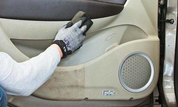 Autoinnenreinigung: Zubehör (Mittel) & Ratgeber