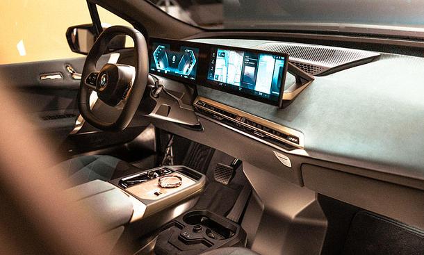 BMW iDrive (2021)