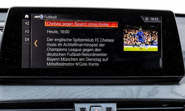 BMW X1: Connectivty