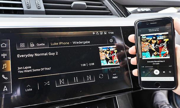 Audi e-tron: Connectivity