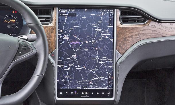 Tesla Model X: Connectivity