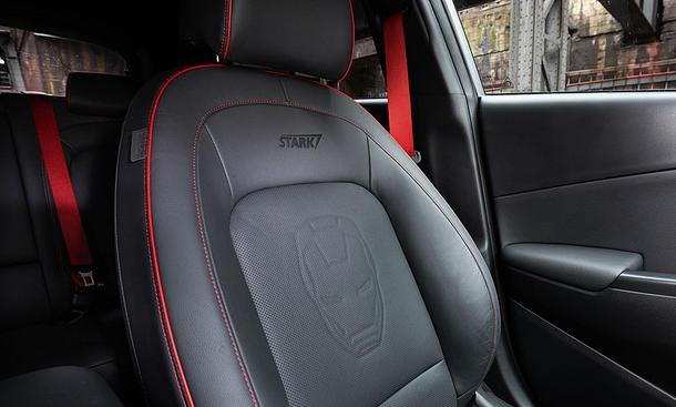 Erste Sitzprobe im Hyundai Kona Iron Man