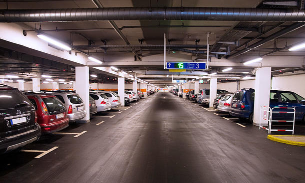 Parken im Parkhaus: Regeln, Vorschriften & Tipps