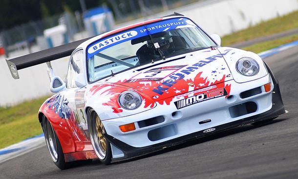 Porsche 911 GT2 EVO: Classic Cars