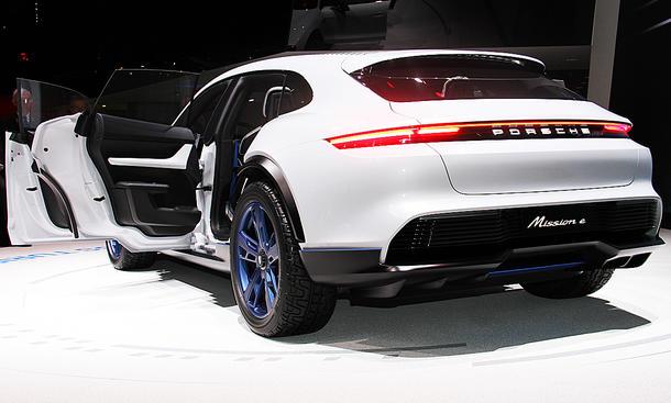 Porsche Mission E Cross Turismo (2018)