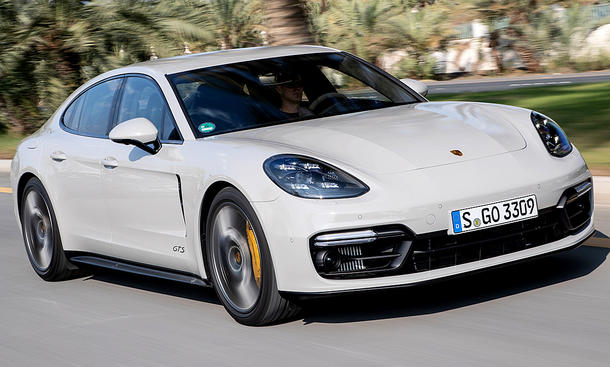 PorschePanameraGTS(2018)