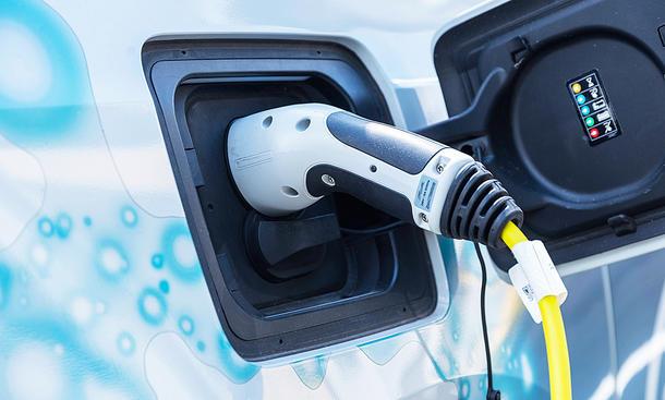 Mehr Reichweite für E-Autos: Neue Batterien