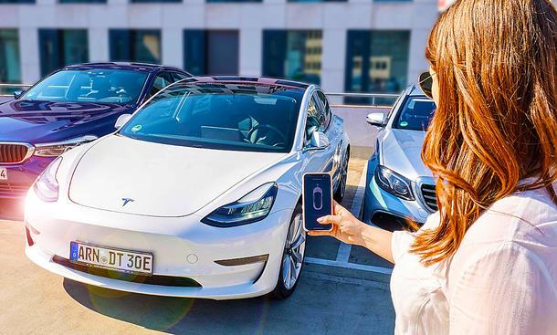 Herbeirufen per iPhone bei Tesla