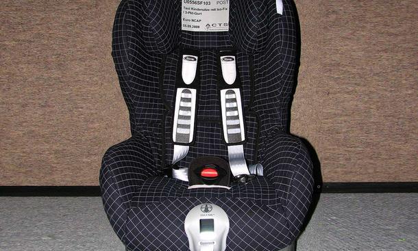 kindersitz test babyschalen und kindersitze im test bild 7. Black Bedroom Furniture Sets. Home Design Ideas