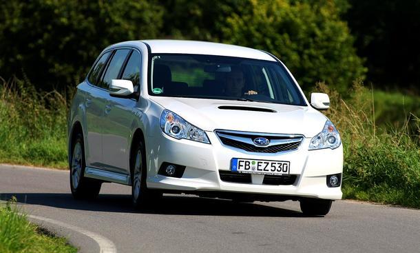Subaru Legacy Kombi 2.0D: Frontansicht