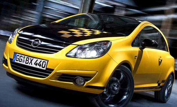 Opel Corsa Color Race - Der Corsa Color Race hat genau die Merkmale der wilden Zeiten: Motorhaube, Dach und ein Teil der Heckkla