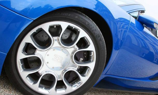 Foto Logo Bugatti on Bugatti Veyron 16 4 Grand Sport     Probefahrt Mit Dem 1001 Ps