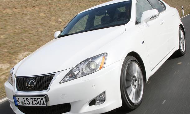 Der neue Lexus IS 250 F Sport erinnert optisch an den IS-F