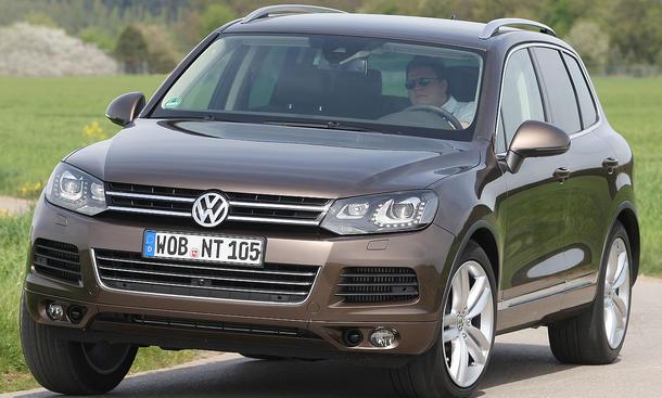 Der VW Touareg V6 TDI BlueMotion Technology kostet in der Basisvariante mindestens 50.700 Euro