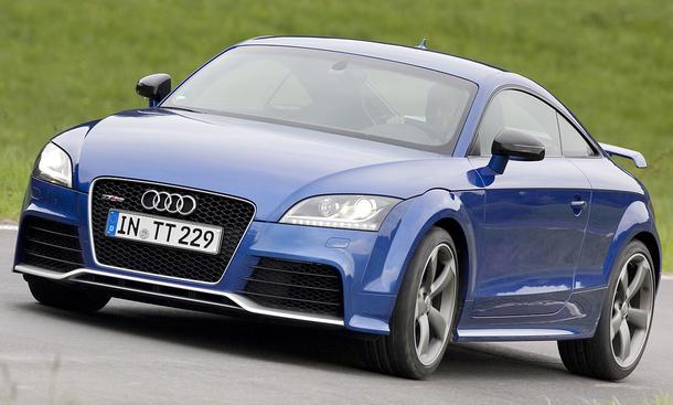 Den Audi TT RS will man nur im Sportmodus fahren und die sieben Gänge mit den Lenkrad-Schaltwippen wechseln