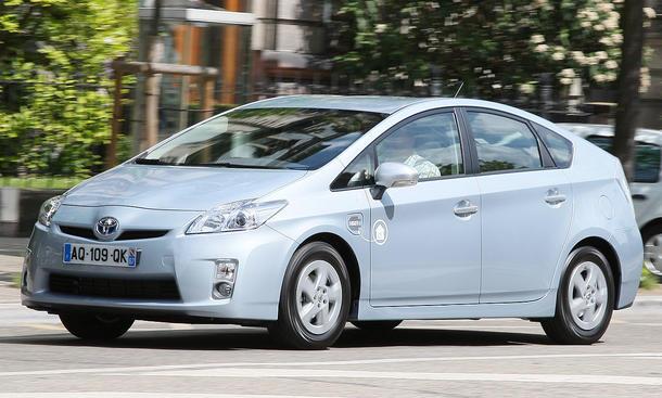 Der Toyota Prius Plug-In-Hybrid soll sich an jeder Steckdose problemlos aufladen lassen