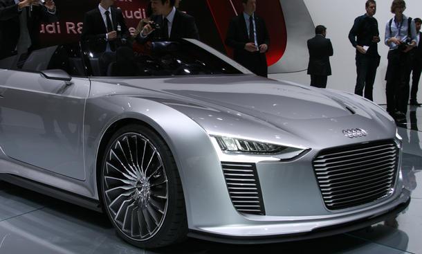 Audi e-tron Spyder auf dem Pariser Autosalon 2010