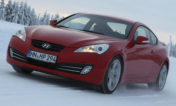 Hyundai Genesis Coupe 3.8 V6 Front