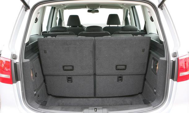 ad tuning gmbh tlvw3528 kofferraumwanne mit anti rutsch. Black Bedroom Furniture Sets. Home Design Ideas
