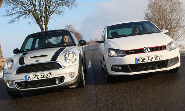 Mini Cooper S gegen VW Polo GTI als Vertreter der Kleinwagenklasse