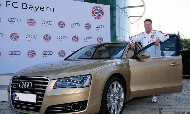 Bayern-Coach Louis van Gaal fährt Audi A8