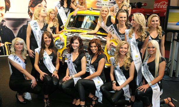 Messerundgang mit den Kandidatinnen Miss Tuning 2011