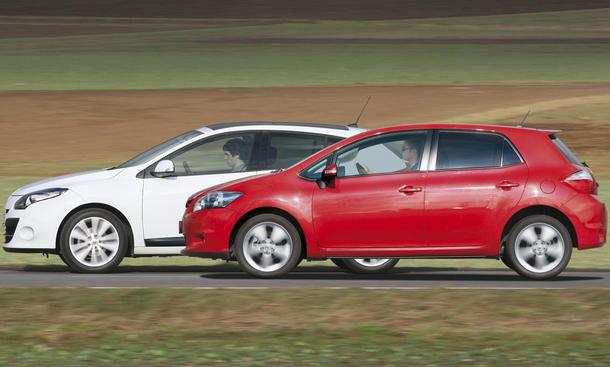 Renault Mégane TCe 130 und Toyota Auris 1.6 Valvematic im Test - Seitenansicht