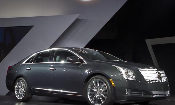 Cadillac XTS Luxury Sedan 2013 Debut LA Auto Show 2011