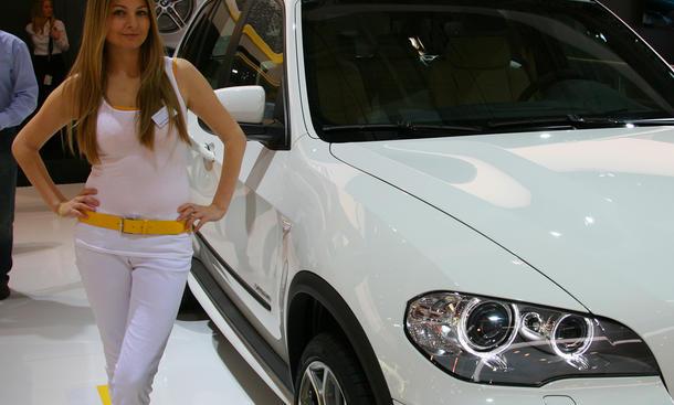 Sexy Messe-Girls auf der Essen Motor Show 2011