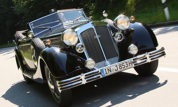 Horch 853 A Cabriolet, Baujahr 1938 mit Hans-Joachim Stuck