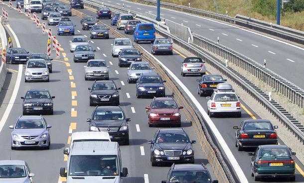 Stau Autobahn Statistik 2011 Baustellen Urlaub Reise-Verkehr Staus