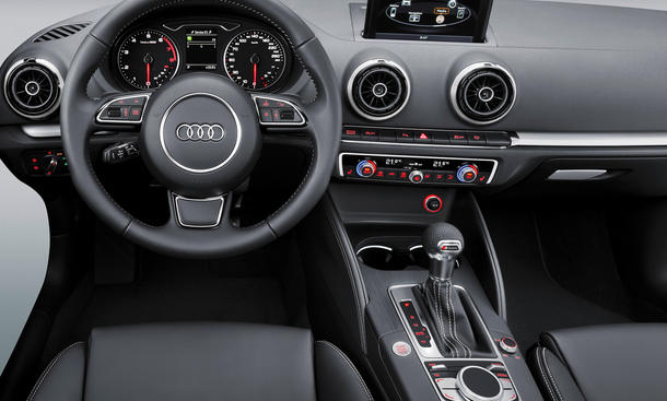 Audi A3 2012 MMI Innenraum Navigation Display CES Las Vegas