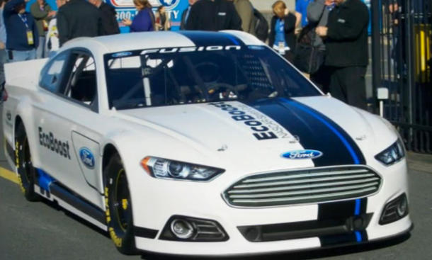 Stock  Auto Racing Nascar on Ford Fusion Nascar Stock Car Und Soll Ab 2013 Fuer Ford Um Siege