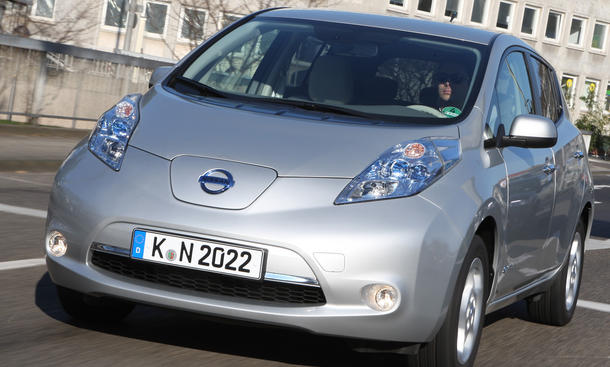nissan leaf 2012 elektroauto im test. Black Bedroom Furniture Sets. Home Design Ideas