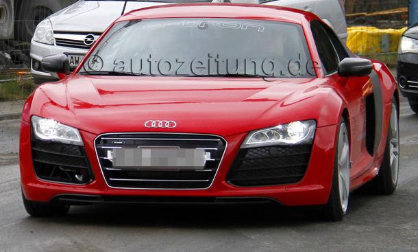 Audi R8 Facelift 2012 Erlkönig ungetarnt e-tron Elektro-Auto
