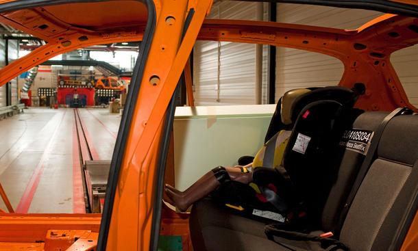 ADAC Kindersitz Test 2012 Crash Sicherheit Empfehlung Mangelhaft Stiftung Warentest