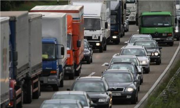 Staumelder: Aktuelle Staumeldungen und Verkehrsmeldungen