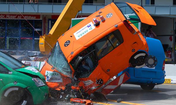 Crash-Test Video Unfall-Szenarien Autobahn-Baustellen Szenario