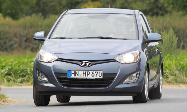 Hyundai i20 blue 1.1CRDi 2012 Test Front