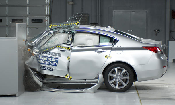 US Crashtest 2012 Volvo Audi BMW Mercedes Lexus small overlap IIHS