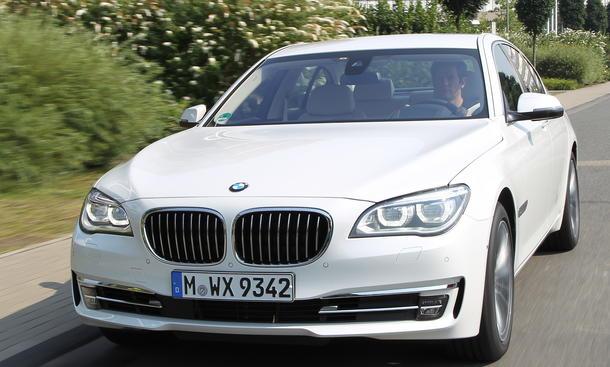 Bilder BMW 750d xDrive 2012 Einzeltest Leistung
