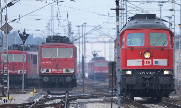 Deutsche Bahn bestellt Busse bei Daimler und Fiat