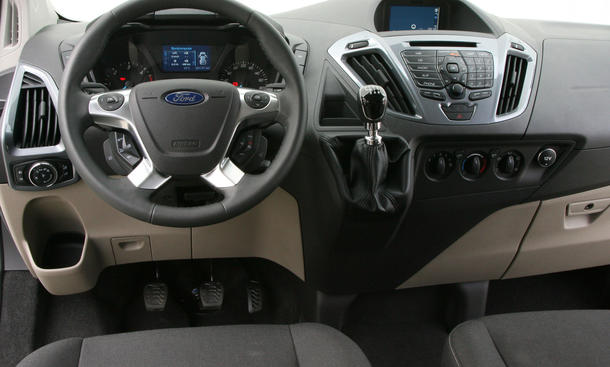 Bilder Ford Tourneo Custom 2.2 TDCi 2012 Cockpit