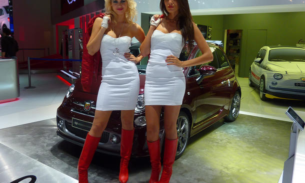 Cars & Girls beim Auto Salon Paris 2012