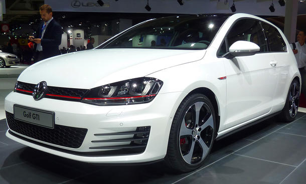 vw golf vii gti 2013 mit 220 und 230 ps beim auto salon. Black Bedroom Furniture Sets. Home Design Ideas
