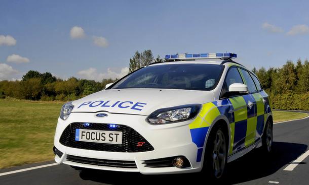 Ford Focus ST Turnier Kombi Polizeiauto Demo-Car Fahraufnahme Front