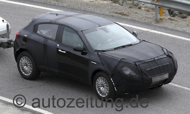 Erlkönig Alfa Romeo CXover Kompakt-SUV Allrad Fahraufnahme Front